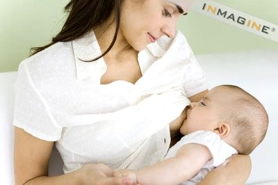 Nuôi con bằng sữa mẹ như thế nào cho đúng cách?(Phần 1)